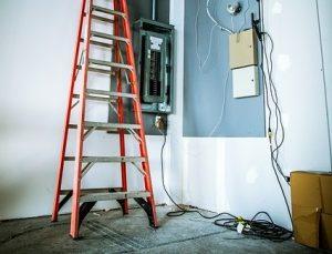 electrician-1206468_640 426x325